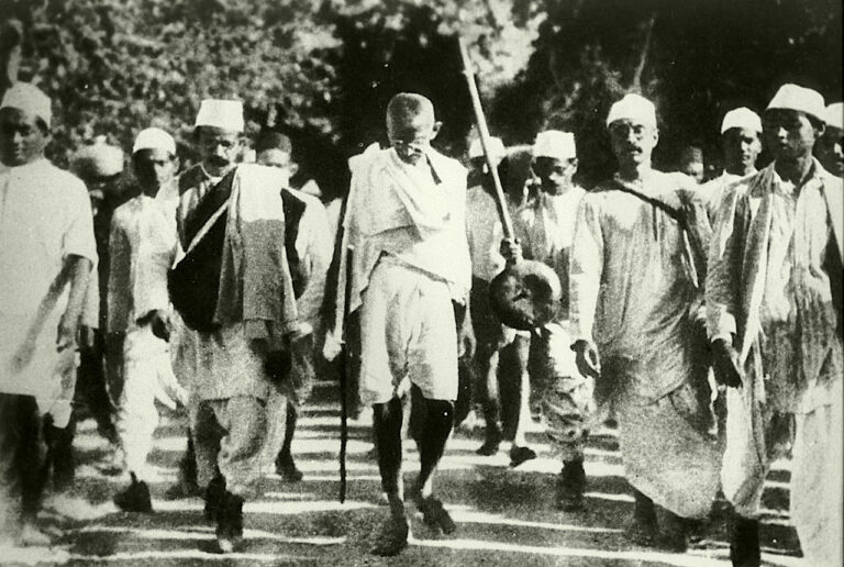 Gandhi on his Salt Satyagraha with his followers, March 1930
